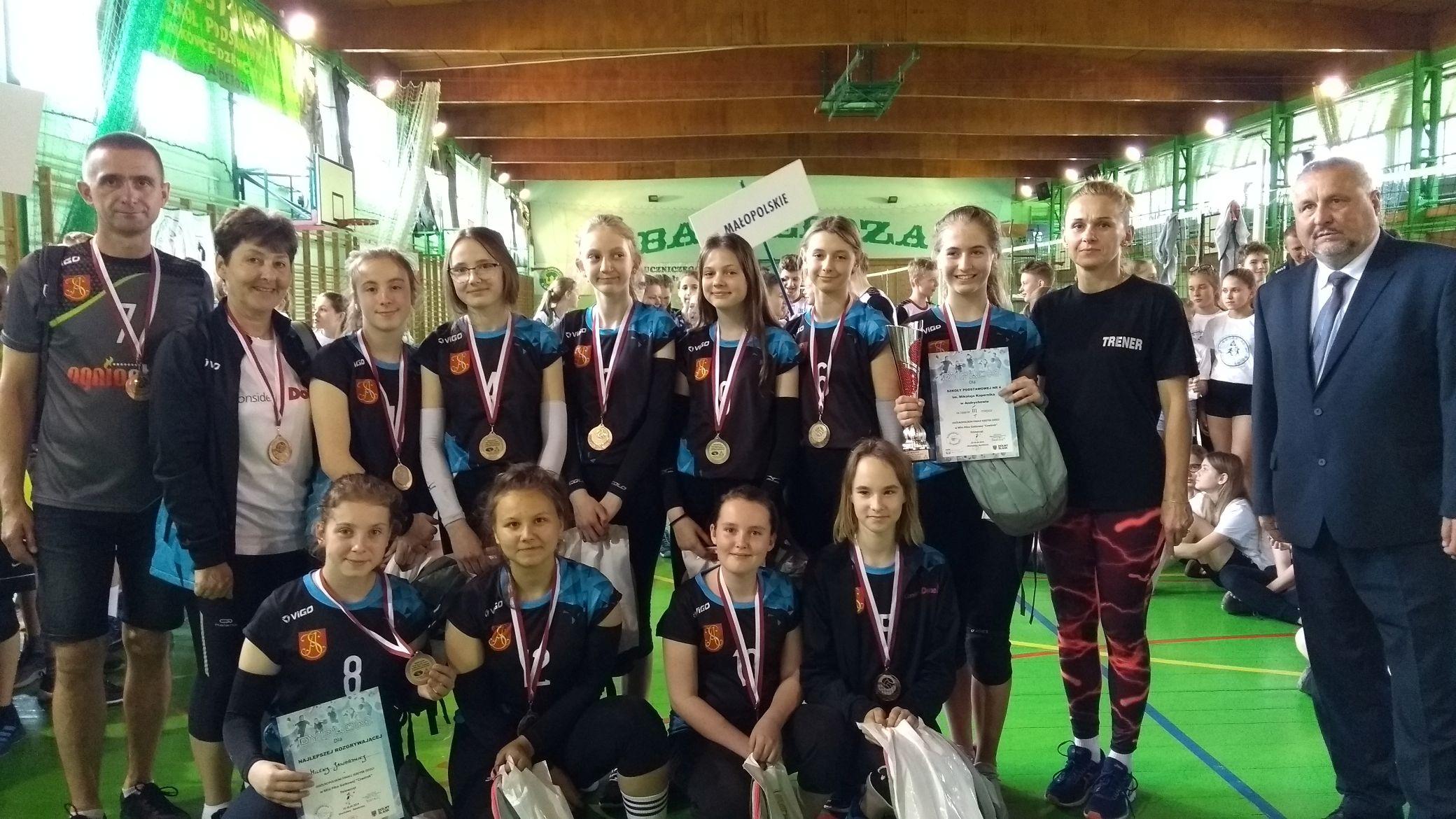 Siatkarki z andrychowskiej SP4 brązowymi medalistkami Mistrzostw Polski [FOTO]