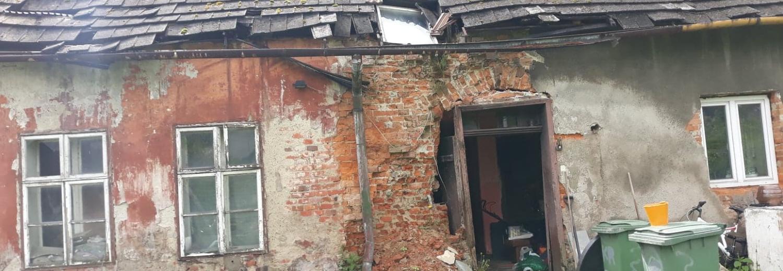 Zbiórka na wyburzenie rudery i wynajęcie nowego lokum dla mieszkańców spalonego budynku