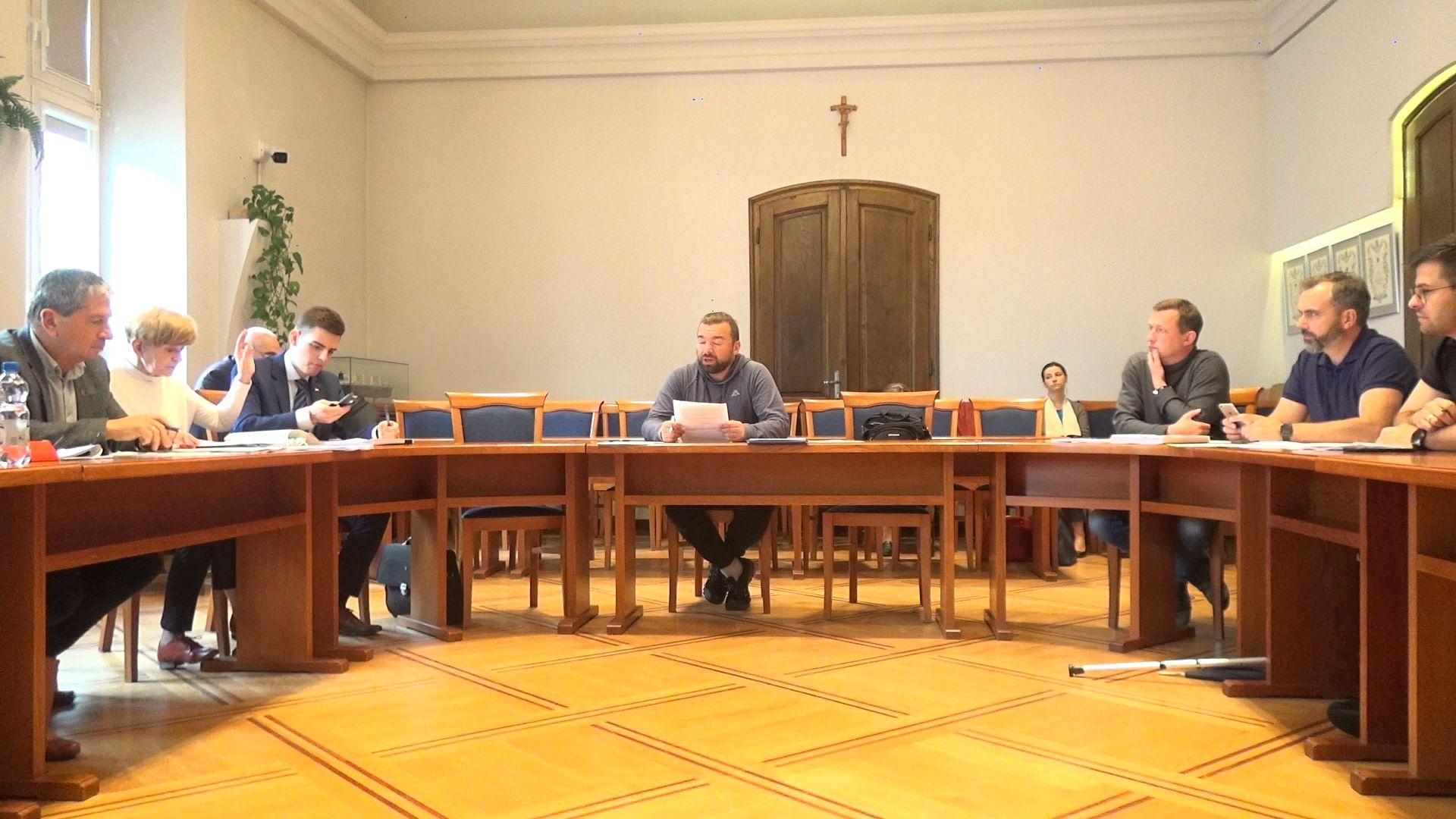 Radni PiS chcą odwołać Klinowskiego z funkcji przewodniczącego, bo ujawnił niewygodne fakty?