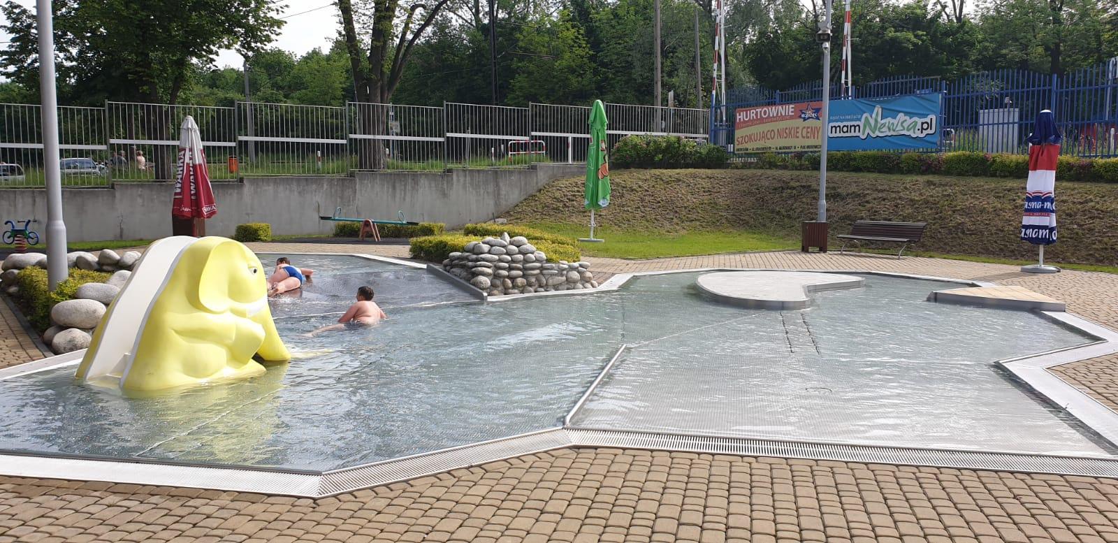 Od soboty basen w Andrychowie pracuje pełną parą. Są pierwsi chętni! [FOTO]