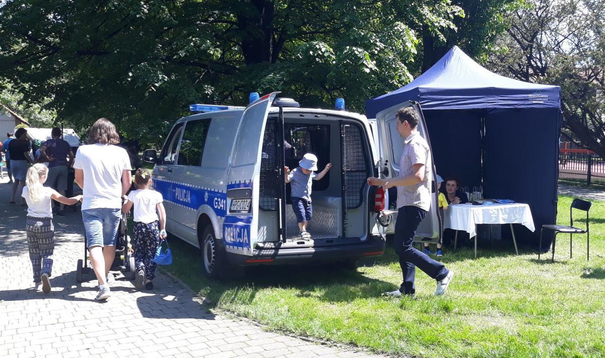 Policjanci promowali bezpieczeństwo podczas imprezy plenerowej w Andrychowie