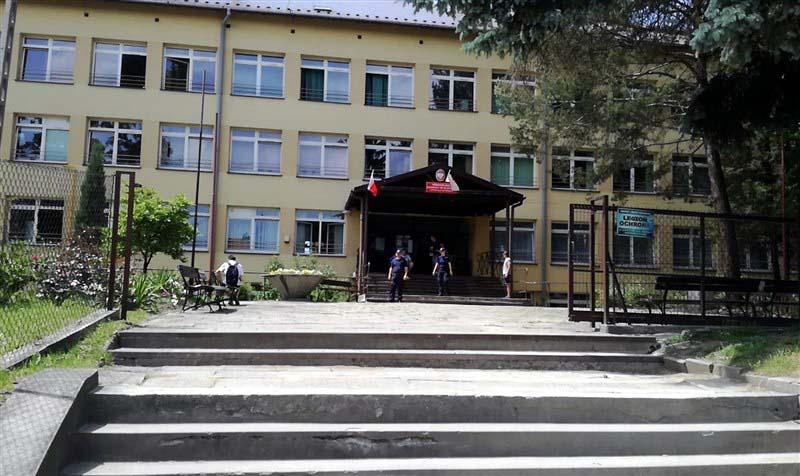 Ewakuacja szkoły po zgłoszeniu o gazie