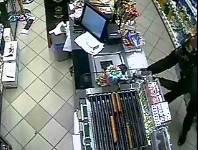 Policjanci wyjaśnili tajemnicze zniknięcie portfela z lady sklepowej