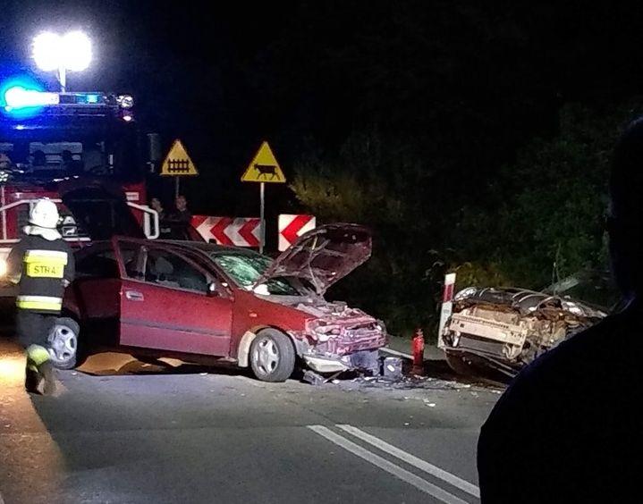 Cztery osoby poszkodowane w nocnym wypadku