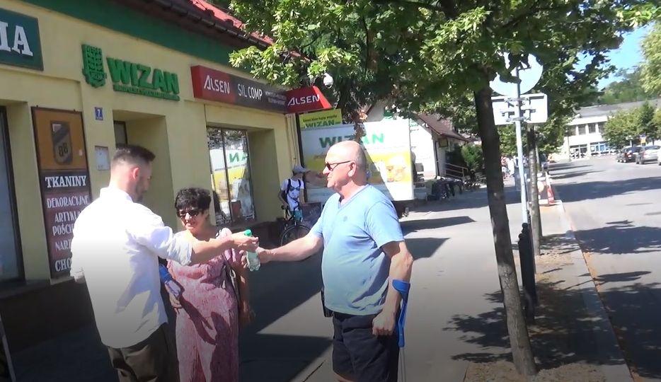 Po raz kolejny rozdaliśmy wodę mieszkańcom Andrychowa [VIDEO]