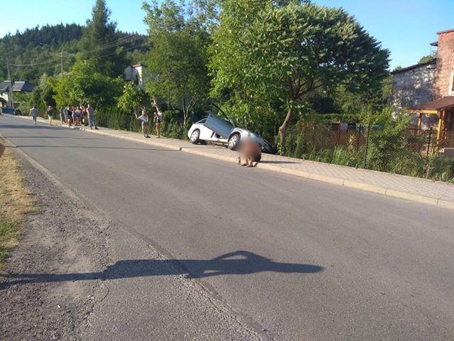 Auto wypadło z drogi na Solakiewicza