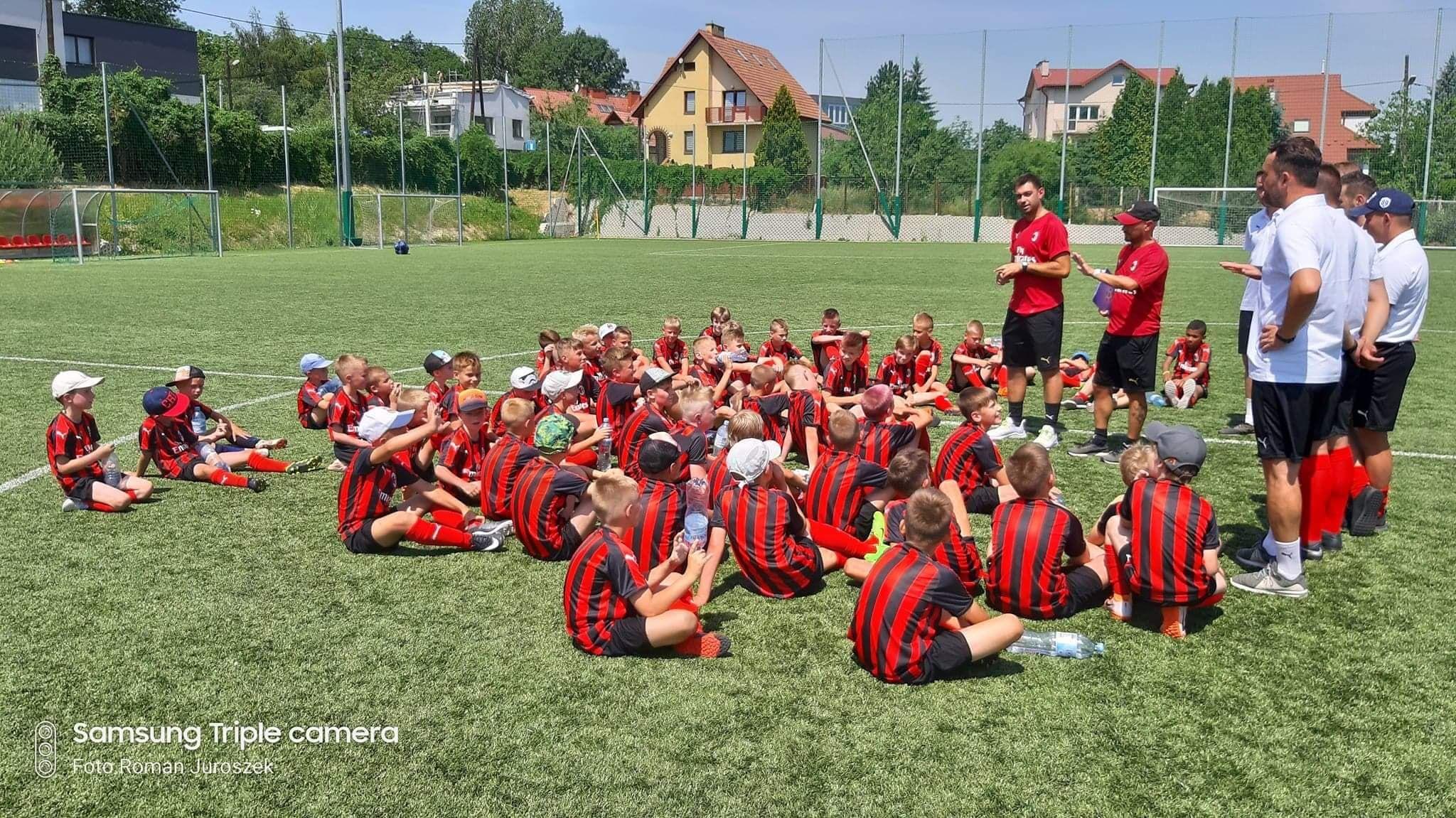 Chłopcy z Akademii Mistrzów Cracovia z Andrychowa trenują pod okiem trenerów z AC Milan
