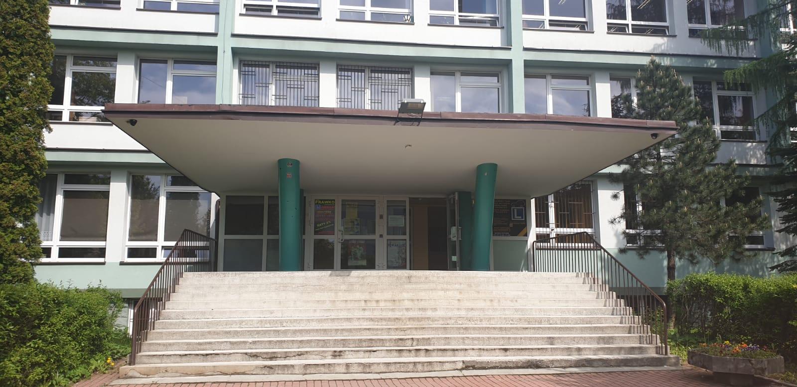 Zarząd Powiatu zaakceptował decyzję komisji. Nowy dyrektor LO Andrychów, bez zmian w Kalwarii
