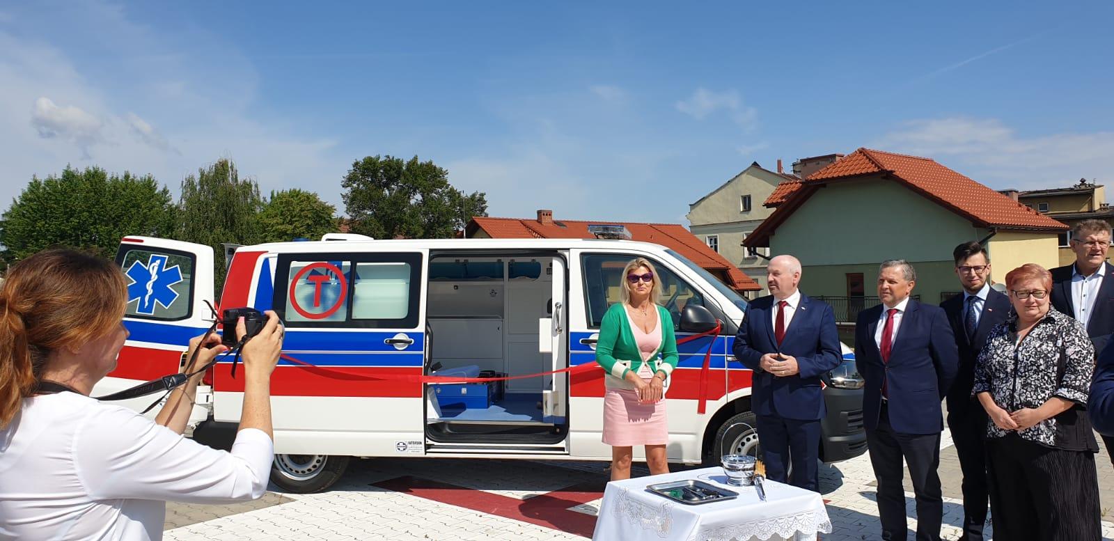 Nowa karetka transportowa dla szpitala, wkrótce nową dostanie także Andrychów [FOTO] [AKTUALIZACJA]