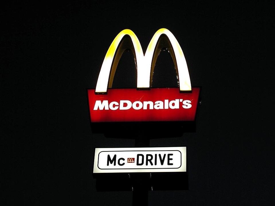 McDonald's rekrutuje do nowej restauracji. Ile płacą?