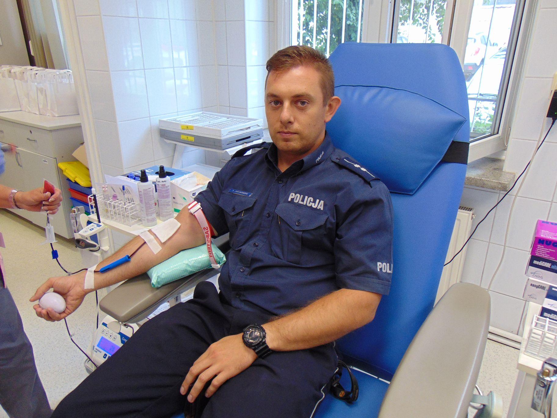 Policjanci masowo oddają krew
