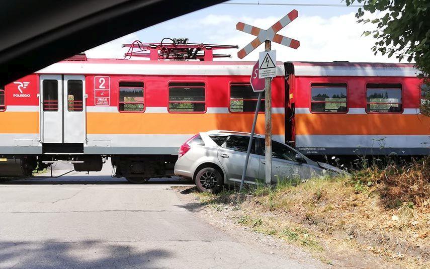 Kolejna kolizja na niestrzeżonym przejeździe kolejowym