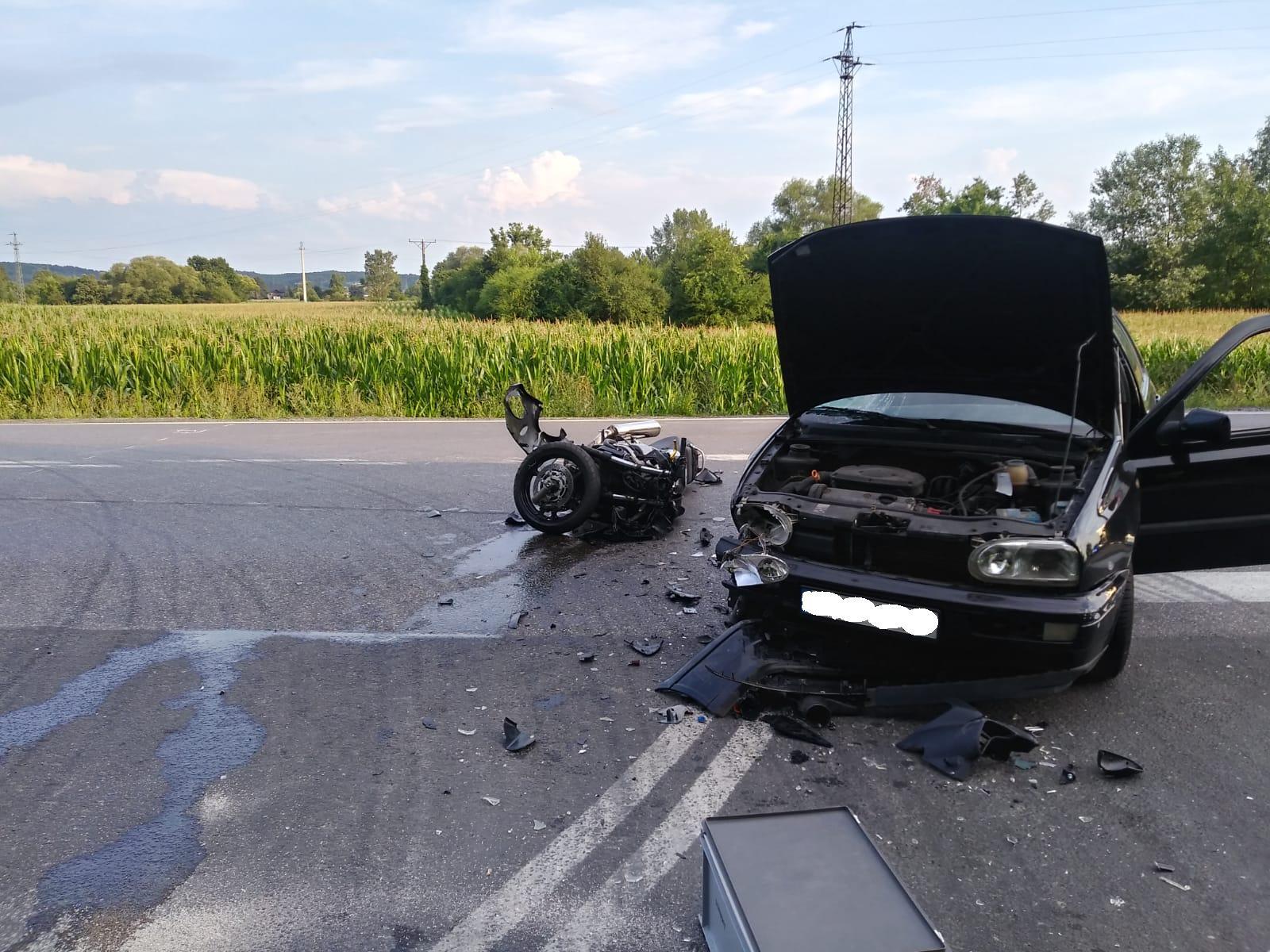 Poważny wypadek. Zderzenie motocykla z samochodem [FOTO] [AKTUALIZACJA]