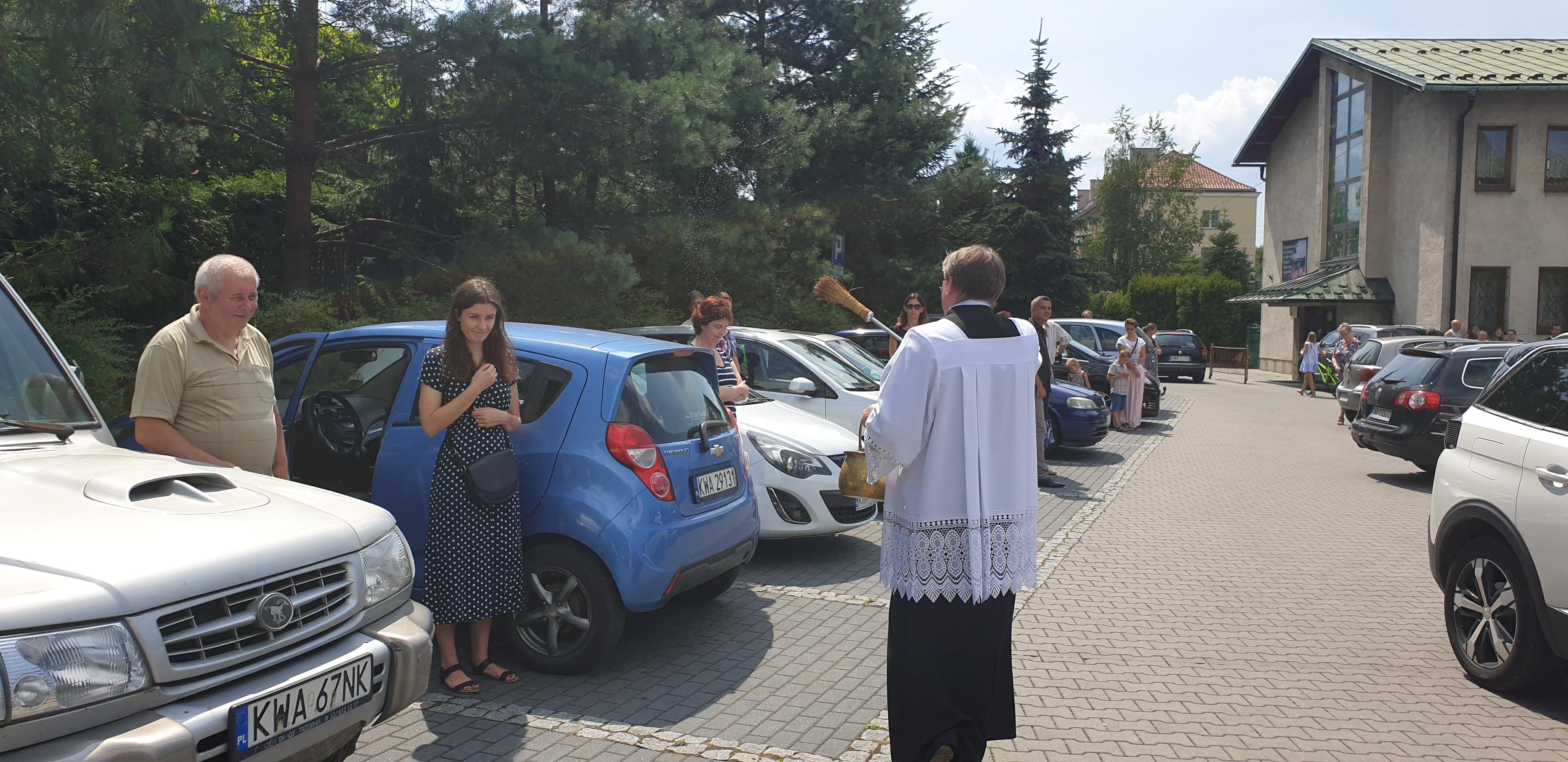 Kierowcy na święceniu pojazdów