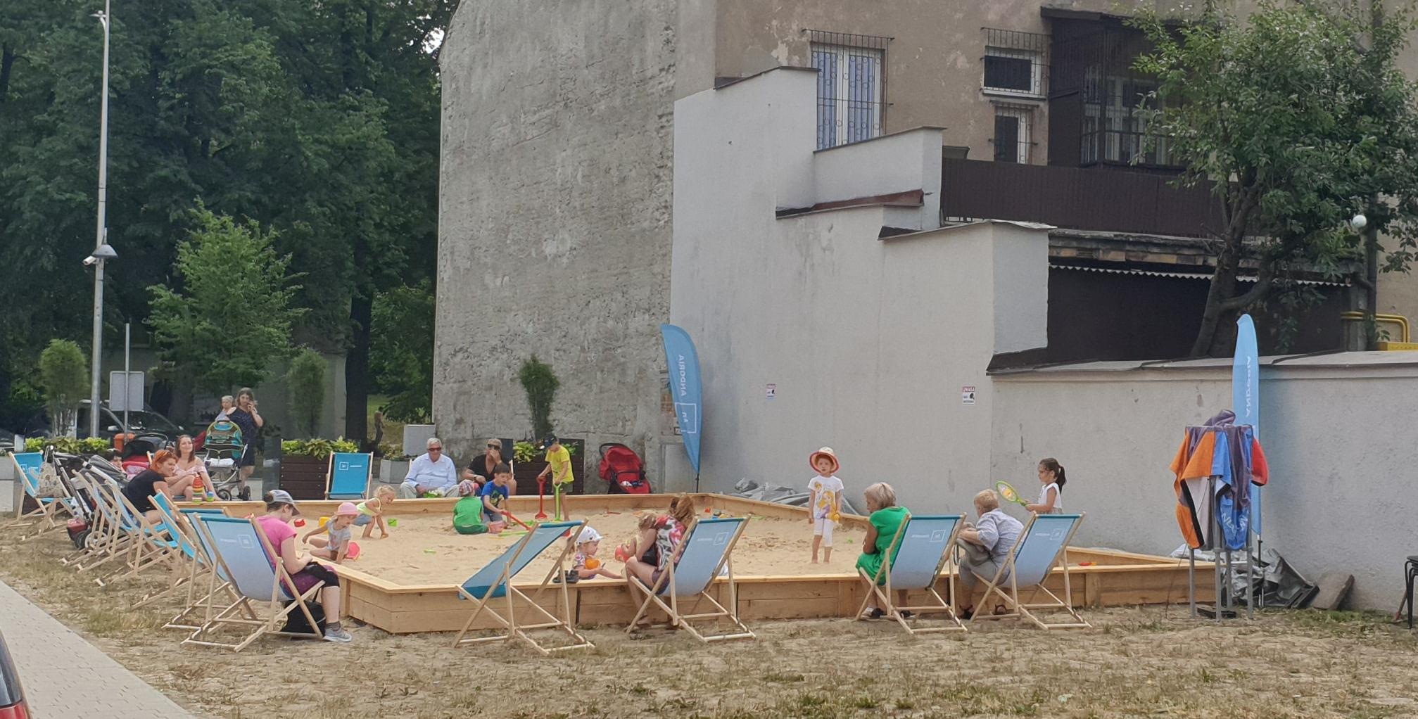 Wakacyjna City Plaża również w sierpniu na placu Mickiewicza