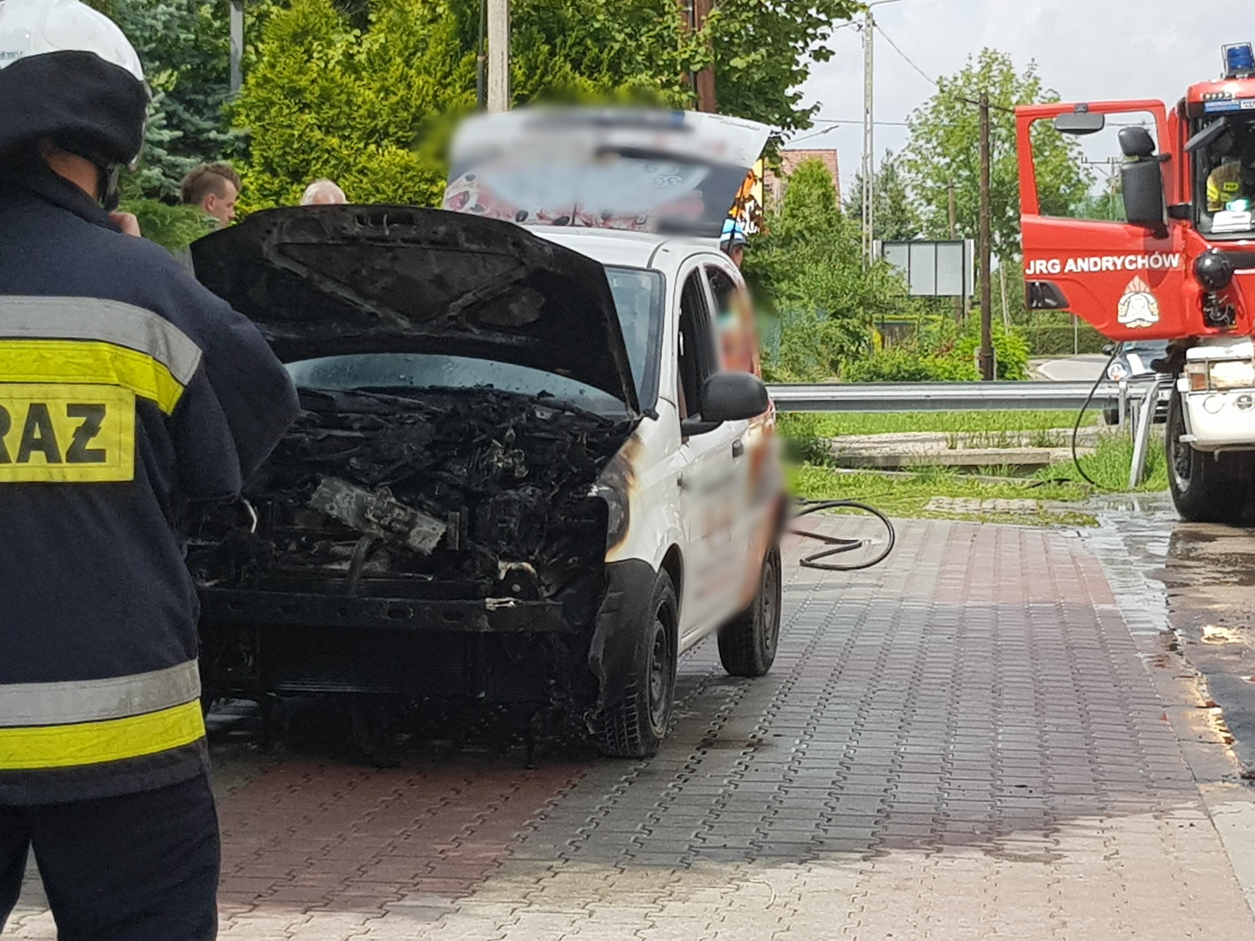 Auto stanęło w płomieniach [FOTO]