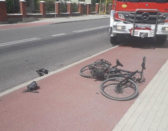 Samochód potrącił rowerzystę, który w ciężkim stanie został zabrany śmigłowcem do szpitala [AKTUALIZACJA]