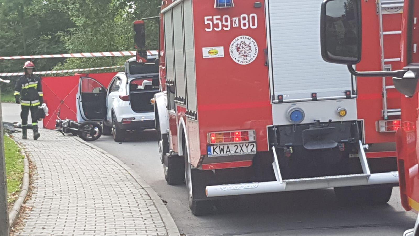 Zderzenie samochodu z motocyklistą, wezwano śmigłowiec Lotniczego Pogotowia Ratunkowego [FOTO]