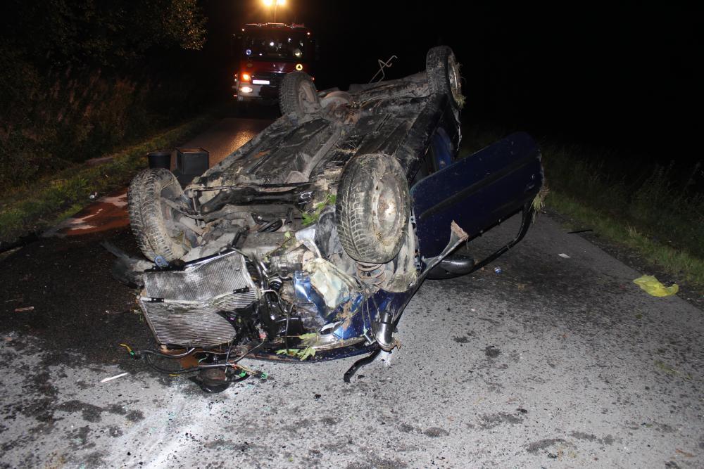 Niebezpieczne dachowanie. Sprawcą był pijany kierowca bez uprawnień