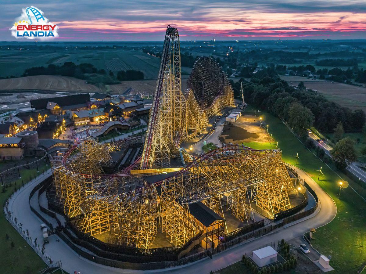 Tak się jeździ największym drewnianym roller coasterem na świecie, który powstał w Zatorze [FOTO]