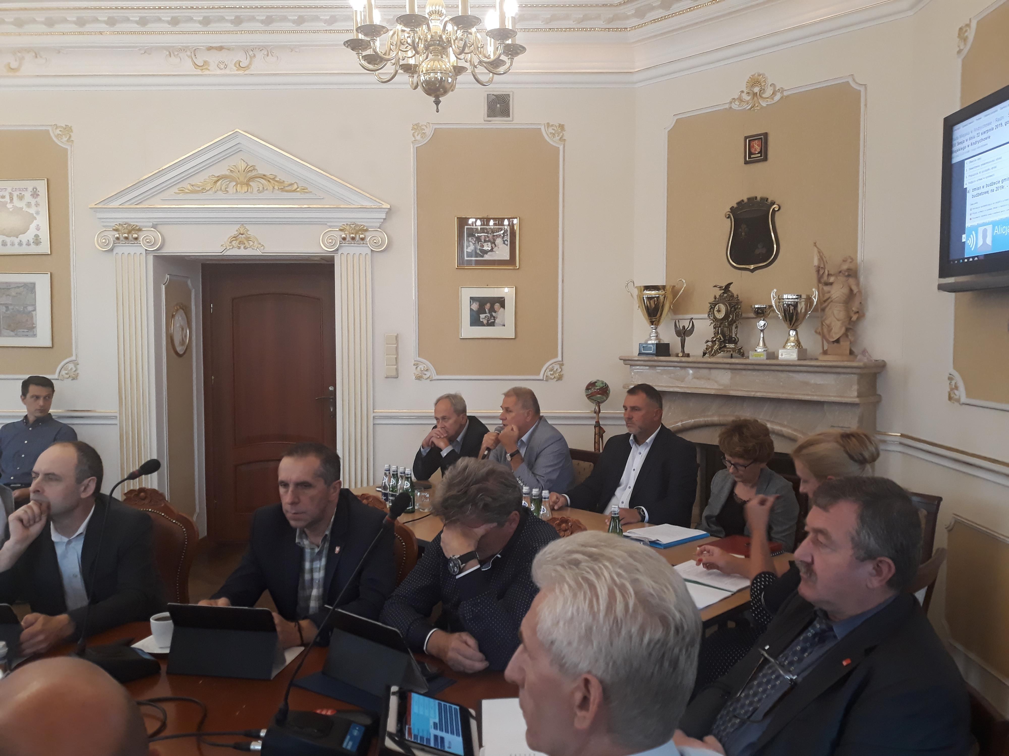 Burmistrz buduje nową spółkę od podstaw. Radni poparli go jednogłośnie i przekazali 1,5 mln zł