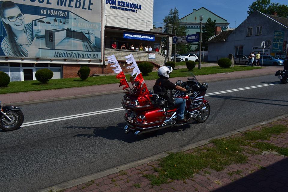 Kilkuset motocyklistów na przelgrzymce