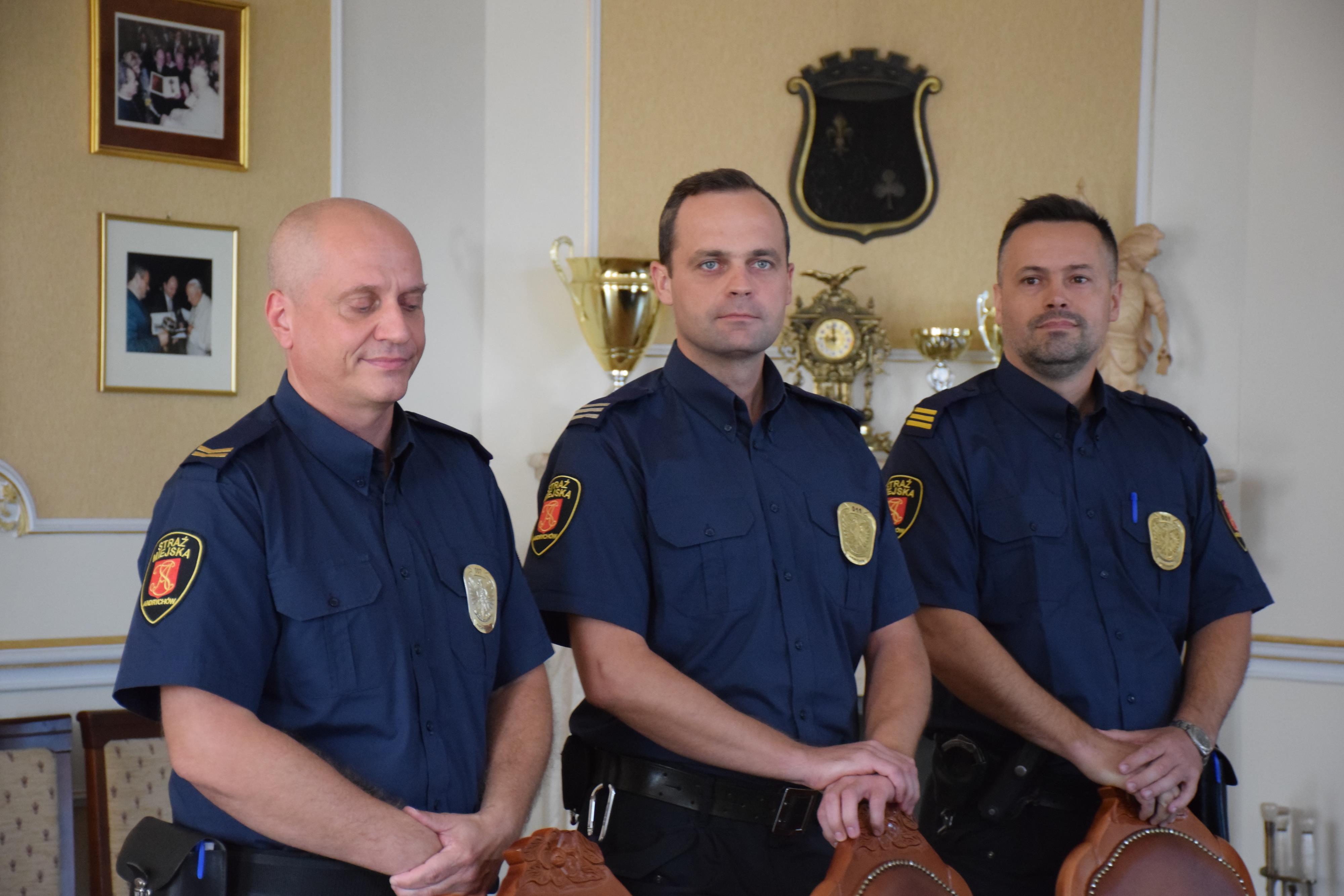 Burmistrz awansował strażników miejskich [FOTO]