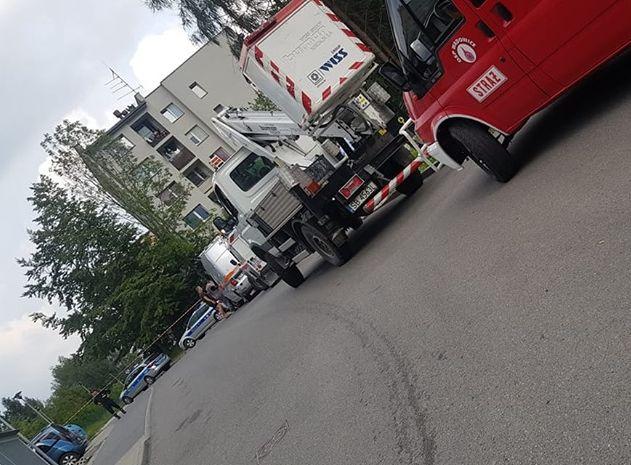 Alarm bombowy. Z bloku ewakuowano kilkadziesiąt osób