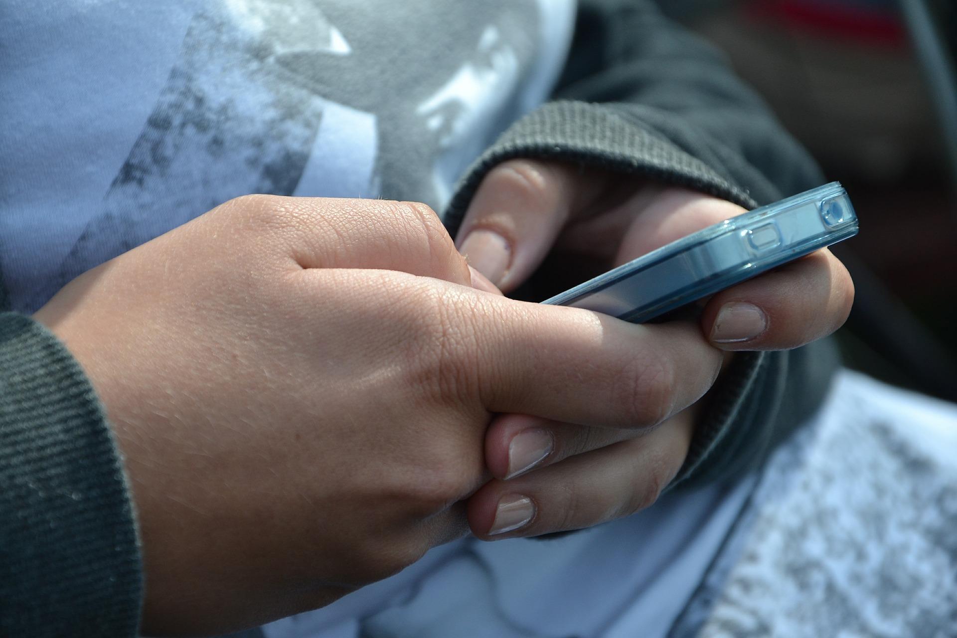 Smartfony na lekcjach? Nie w tej szkole