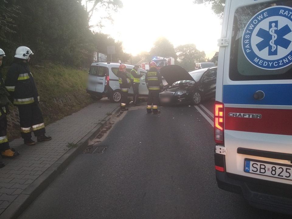 Zderzenie dwóch samochodów na głównej drodze w Czańcu
