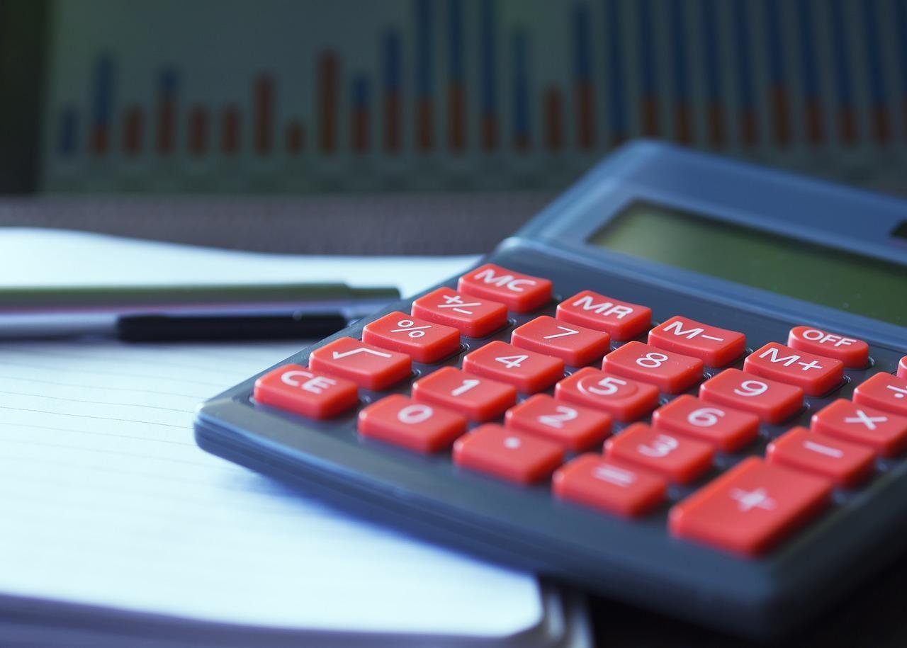 Jak wykorzystać kalkulator OC, by zapłacić mniej za ubezpieczenie?