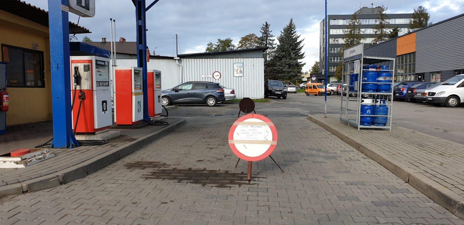 Zamknięta stacja paliw w Andrychowie