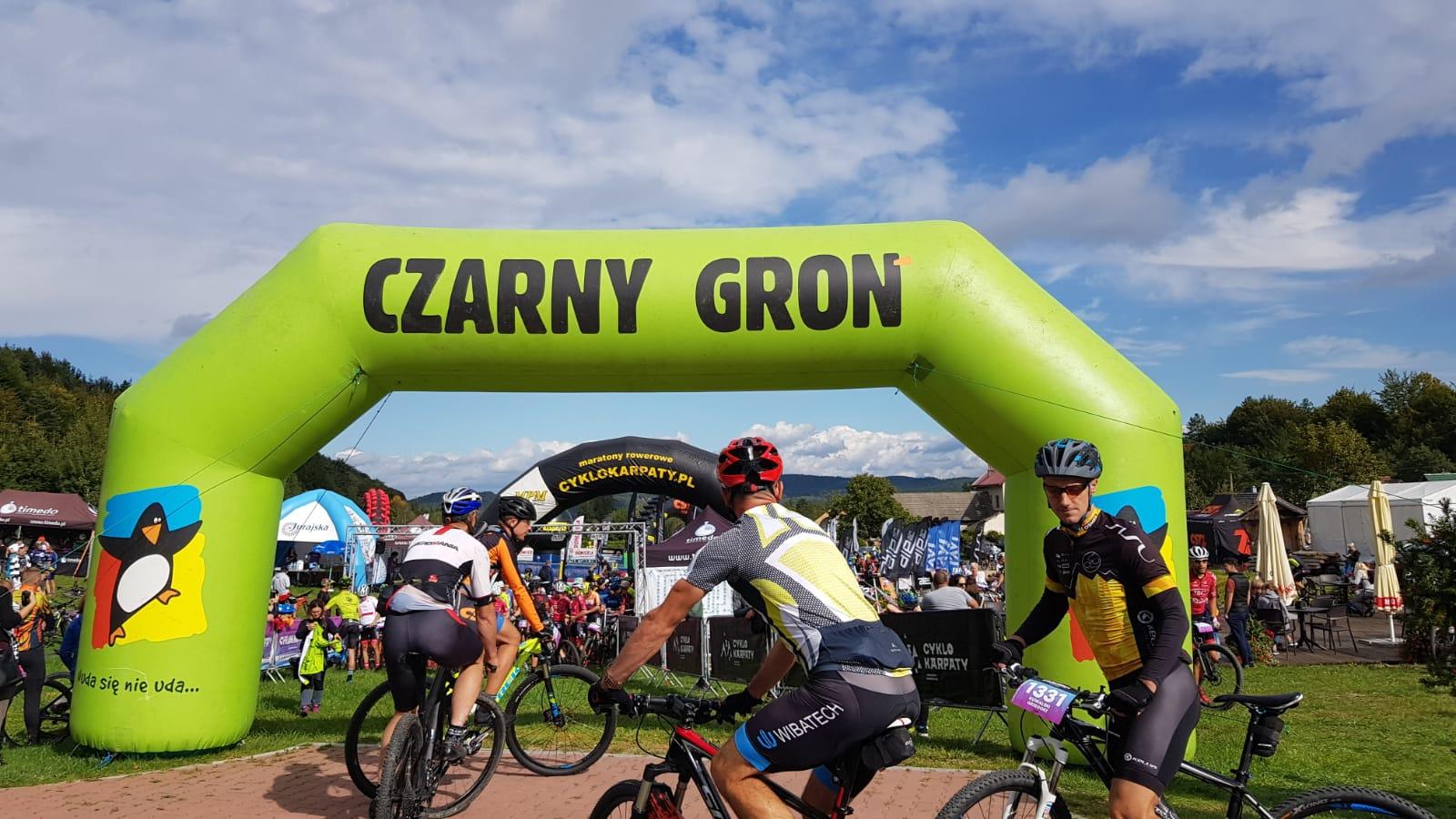 Słynny maraton rowerowy CYKLOKARPATY odbywa się na Czarnym Groniu [FOTO]