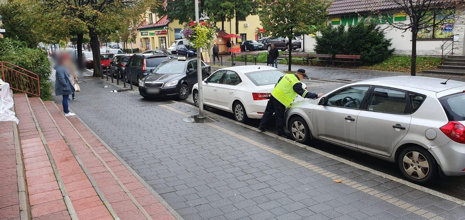 Strażnicy miejscy dobrali się do kierowców w centrum Andrychowa