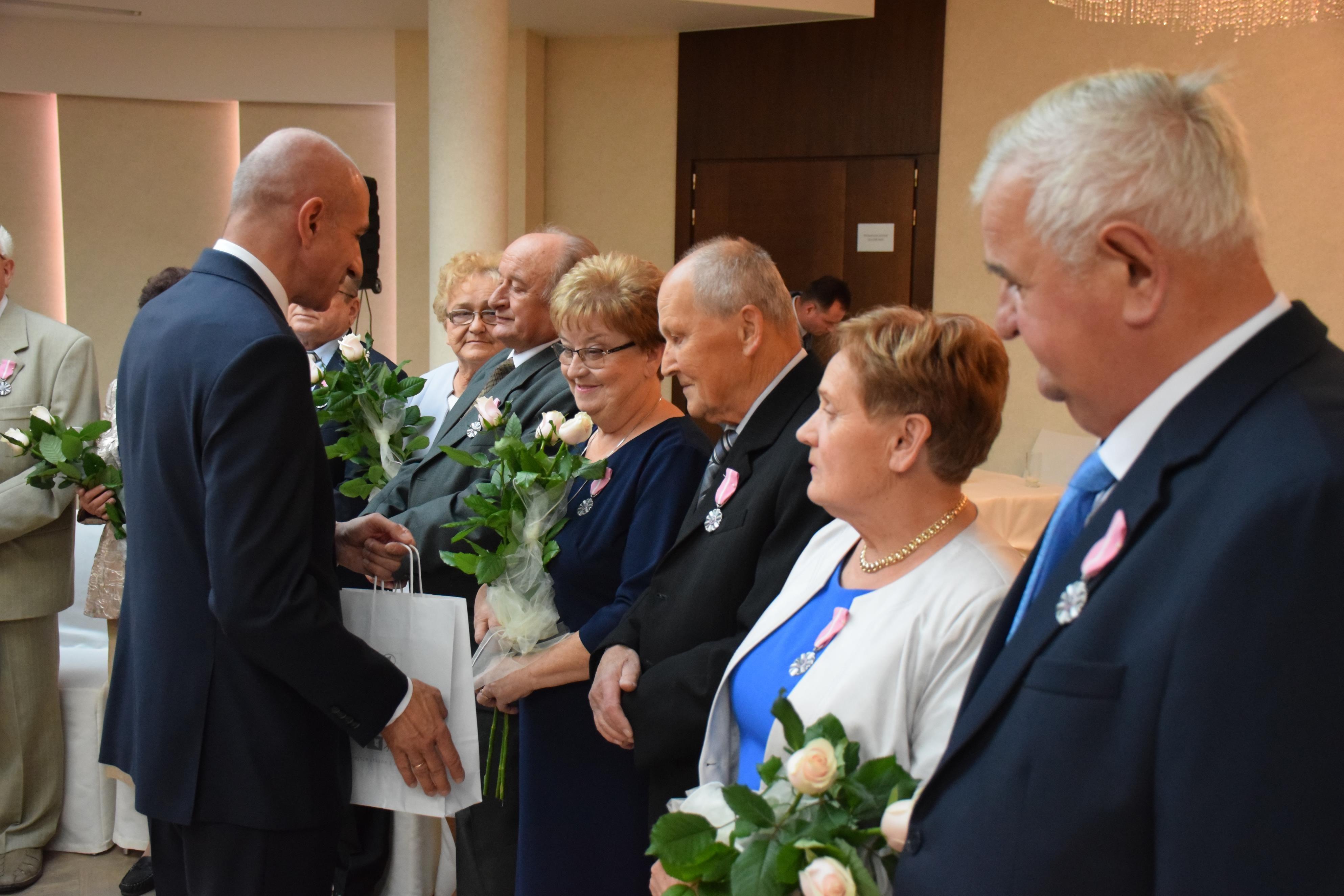 Złote Gody pary z gminy Andrychów świętowały podczas uroczystości w hotelu Czarny Groń [FOTO]