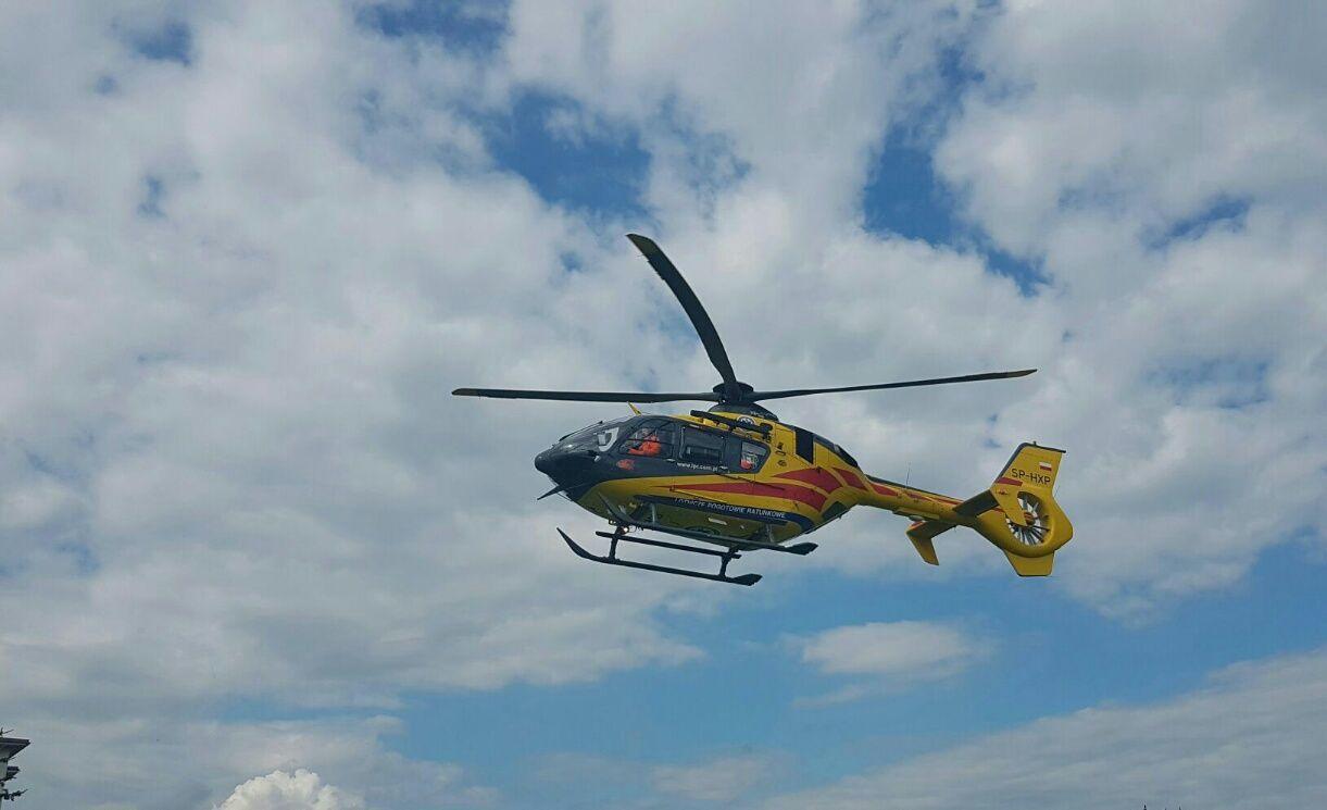 Rowerzysta potrącony przez samochód, wezwano śmigłowiec Lotniczego Pogotowia Ratunkowego [AKTUALIZACJA]