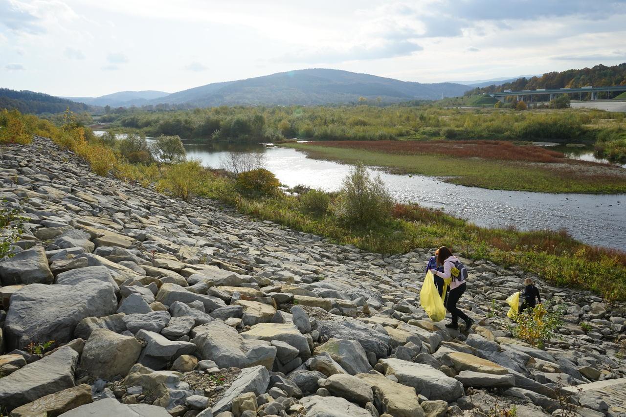 Pół tysiąca worków śmieci zebrano nad Jeziorem Mucharskim