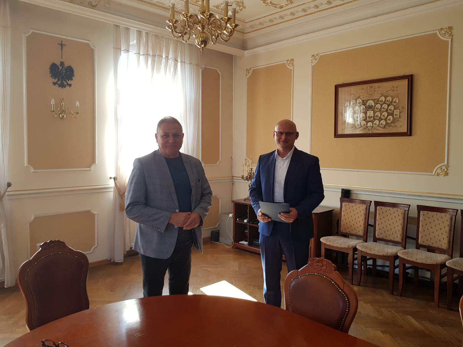 Nadchodzi rewolucja przystankowa w gminie Andrychów. Umowa podpisana
