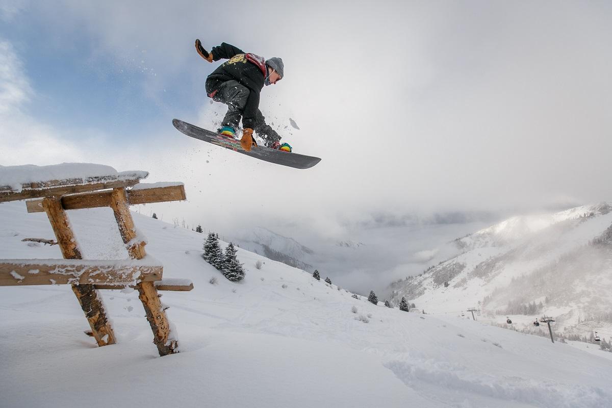 Uprawiasz sporty zimowe? Zobacz, jakie ubezpieczenie wybrać