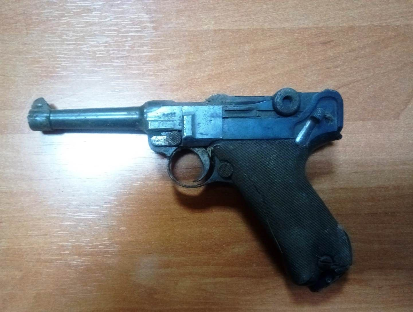 Pistolet z 1918 roku ukryty w ścianie