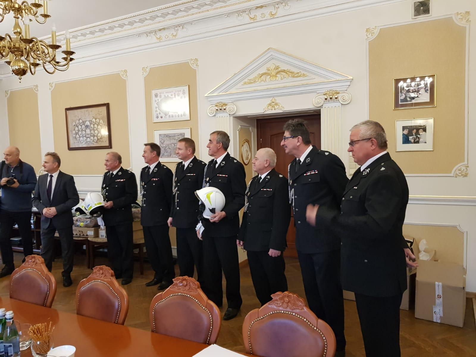 Nowe umundurowanie dla strażaków ochotników z gminy Andrychów