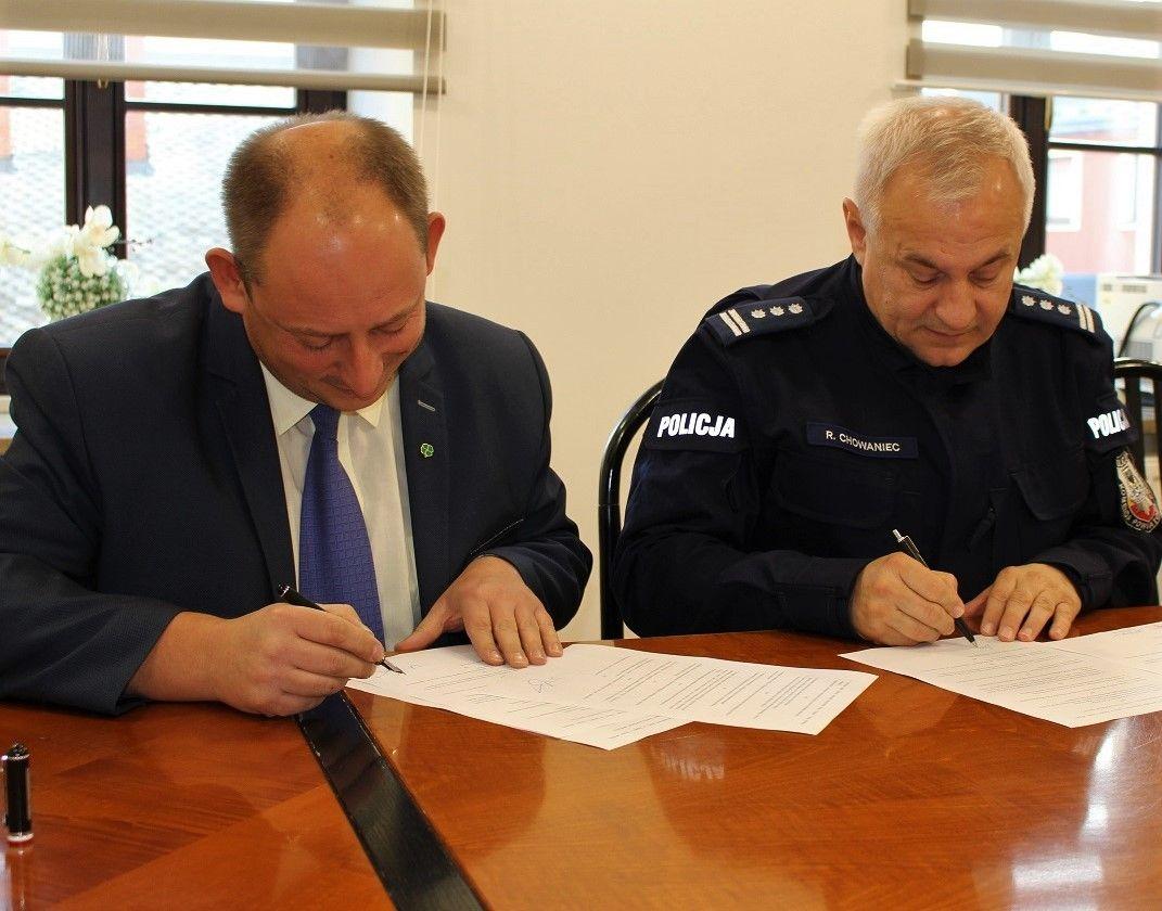 Burmistrz podpisał porozumienie z komendantem policji