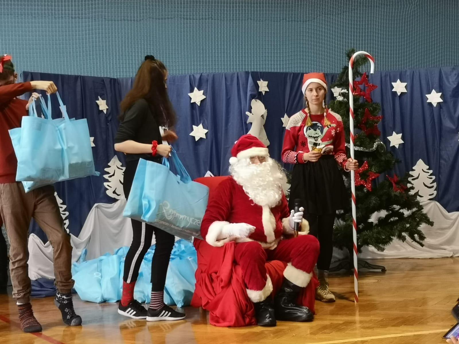Mikołaj odwiedził podopiecznych fundacji Promyczek [FOTO]