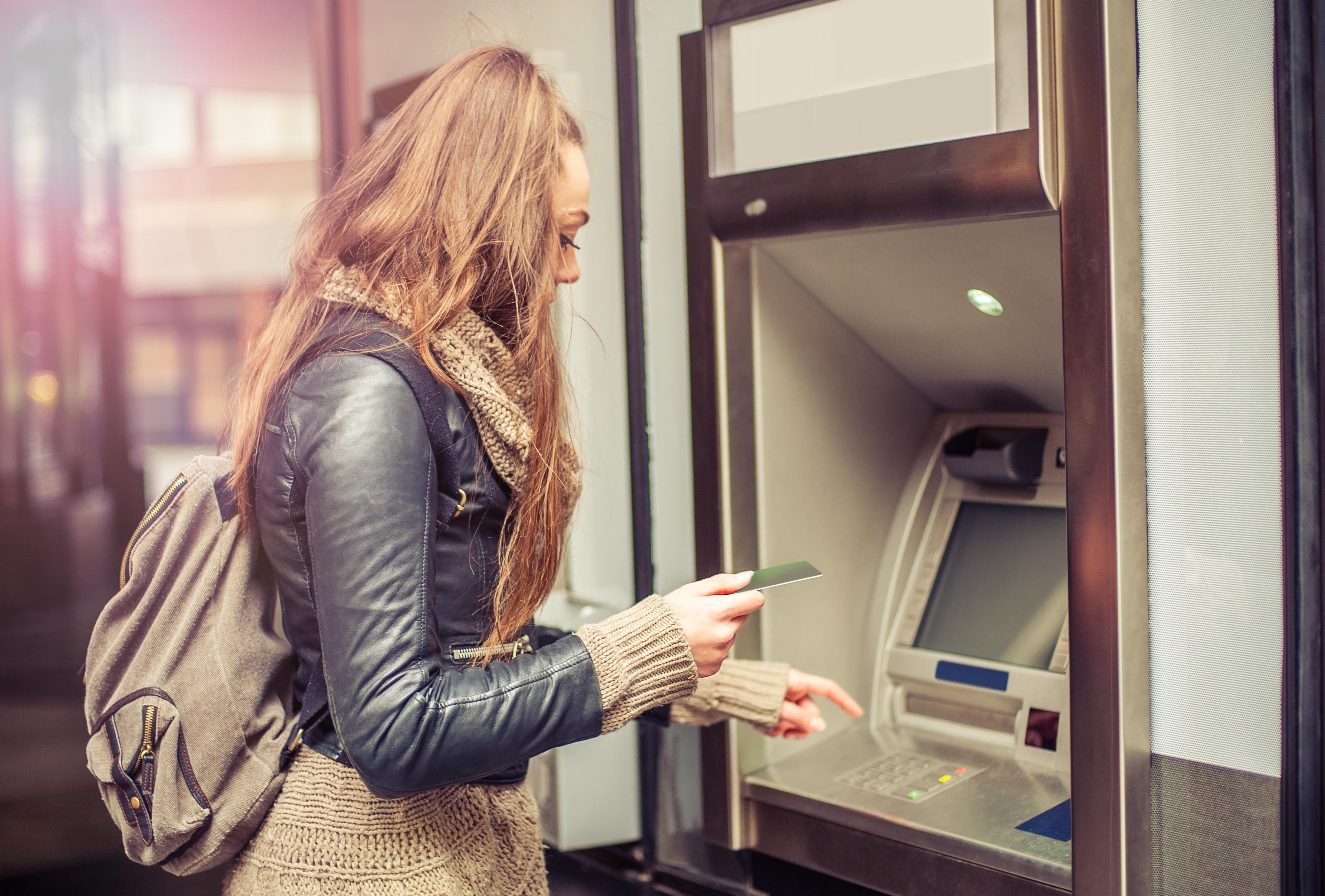 Jak założyć studenckie konto w banku?