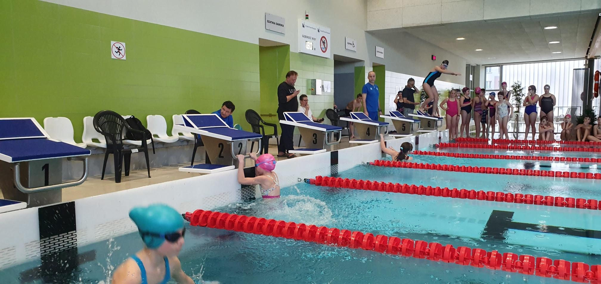 Gminne zawody pływackie na basenie w Andrychowie [FOTO, VIDEO, WYNIKI]