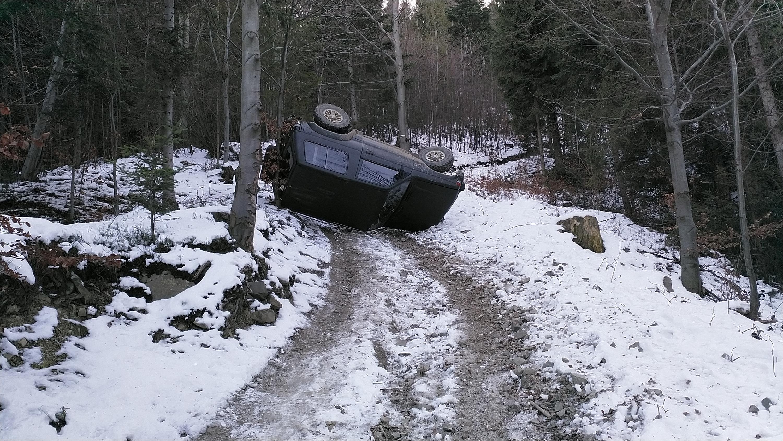 Jazda po lesie bywa niebezpieczna