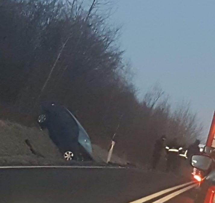 Zderzenie dwóch aut na drodze nr 44