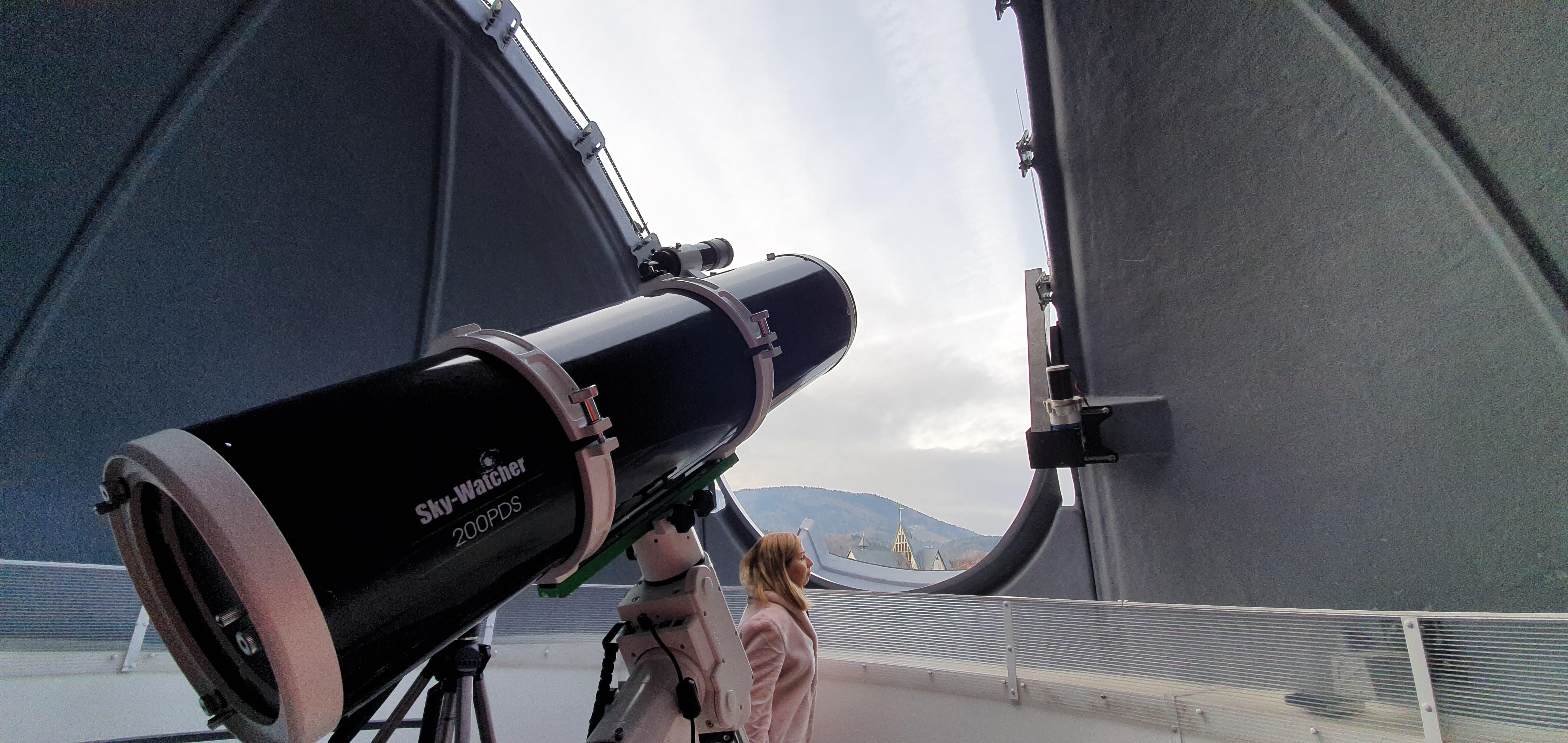 Z cyklu niezwykłe inwestycje: obserwatorium astronomiczne na dachu szkoły [VIDEO]