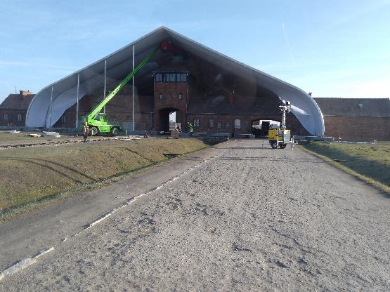 Największy w Europie namiot na obchody wyzwolenia Auschwitz-Birkenau