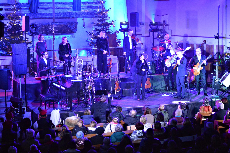Znana muzyczna rodzina Pospieszalskich z  koncertem kolęd w andrychowskim kościele [FOTO]